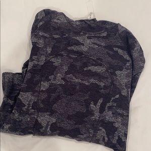 Lulu Lemon Size 4 Workout Shirt Grey Camo Hoodie